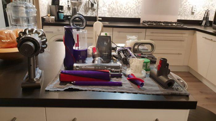 De V10 schoonmaken (samen met de onderdelen van de Philips kruimeldief).