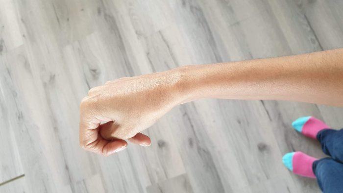De natuurlijke (gespannen) stand van mijn rechterhand.