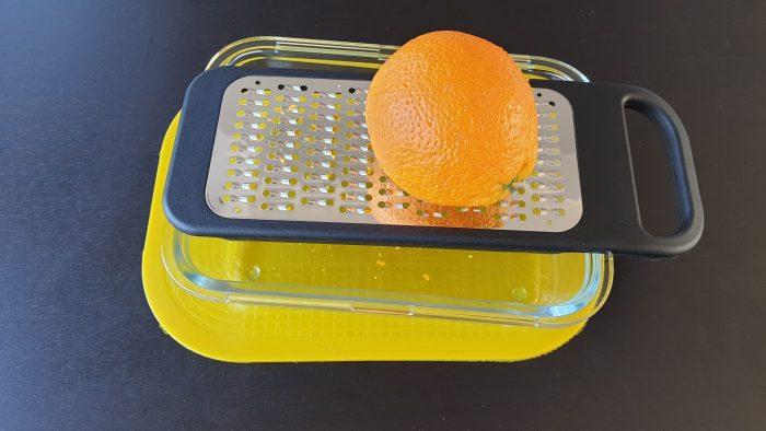 Sinaasappelschil raspen