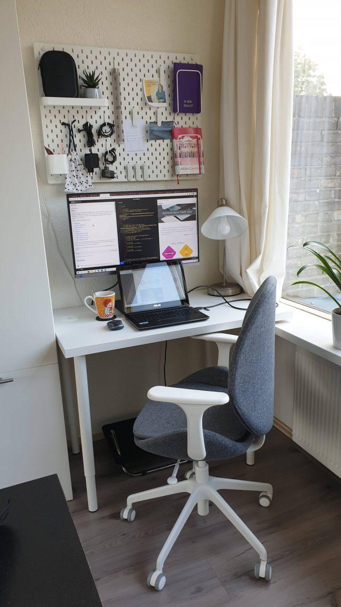 Mijn werkplek in de woonkamer