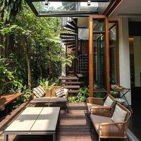 Terrace samping dengan taman Kecil terasa cozy Tangga outdoor terasa alami Bagaimana menurut anda?  Jangan lupa like dan comment biar kami tau design apa yang anda suka