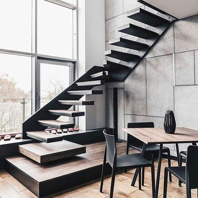 Ngeriii juga lihat design tangga ini