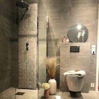 Pilihan keramik atau batu alam yang menarik buat kamar mandi anda