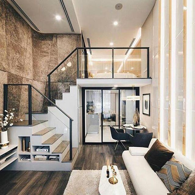 Ruang Keluarga Dengan High Ceiling Dan Tangga Berbeda – Rumah Talk