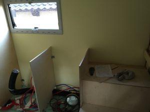 Küche und Sitzbank rechts