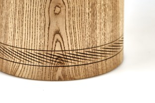 Urne Esche Detail