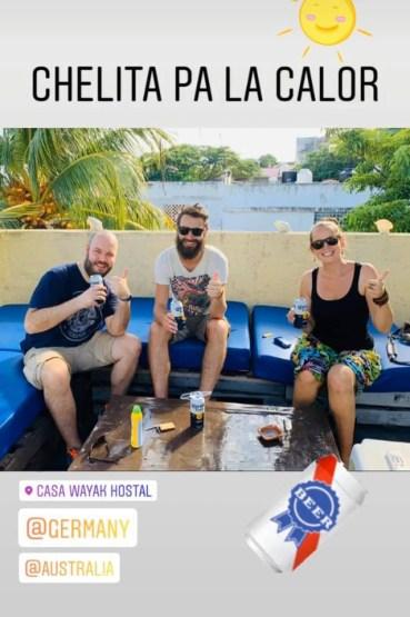 Fakenews auf der Facebook Seite unseres Hostels: Der Deutsche und die Australier auf der Dachterrasse