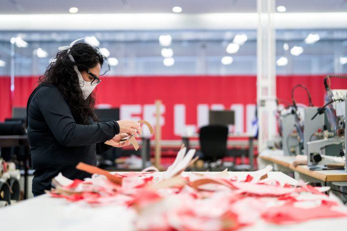 Des volontaires Under Armour développent des masques sans couture contre le COVID-19