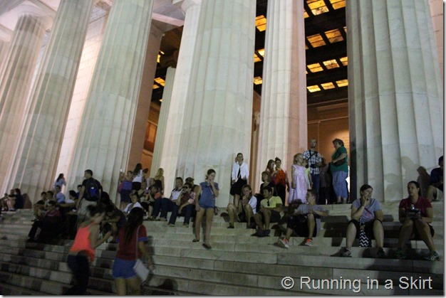 Lincoln_Memorial_Night_crowd