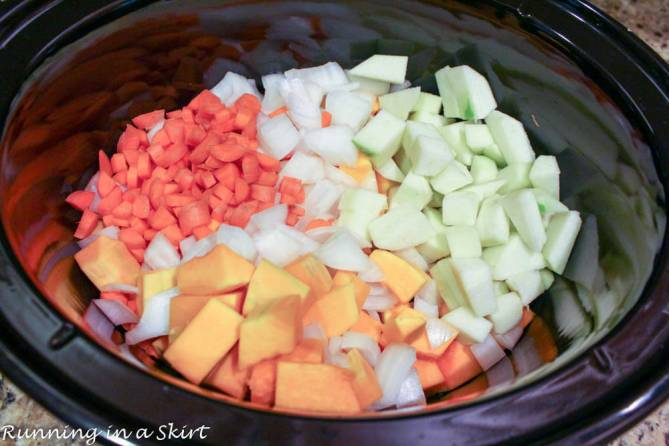 Crock Pot Butternut Squash Soup recipe healthy - Sweetened with apple and made creamy with greek yogurt! Yum! / Running in a Skirt