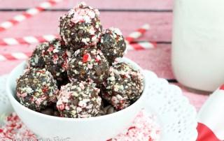 Peppermint Fudge No Bake Energy Bites Recipe - healthy festive bites of chocolate fun!/ Running in a Skirt