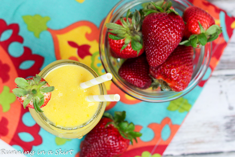 Healthy Strawberry and Mango Smoothie Recipe - healthy and vegan/ Running in a Skirt