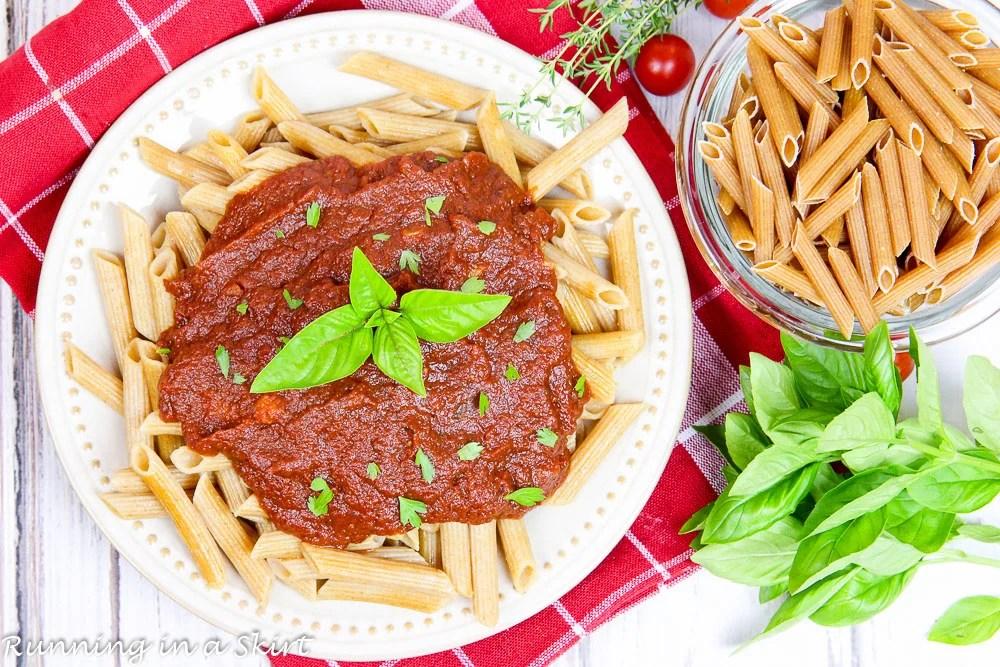 Easy Crock Pot Marinara Sauce recipe / Running in a Skirt