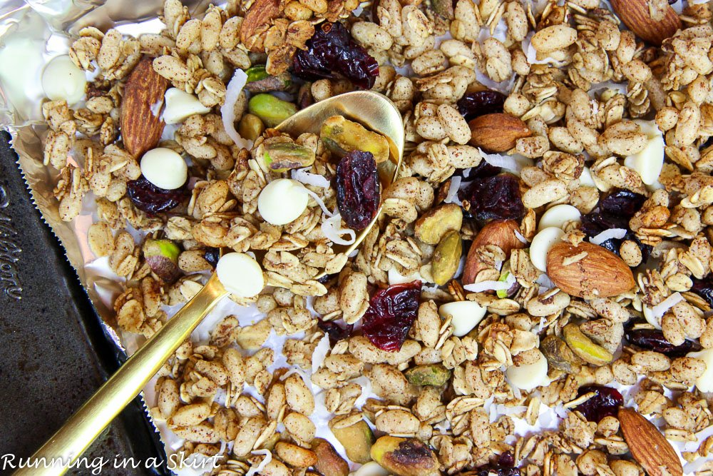 Healthy Crock Pot Christmas Granola recipe / Running in a Skirt