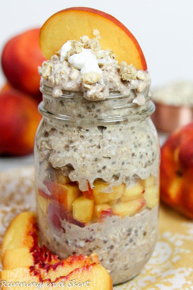 Healthy Peach Cobbler Overnight Oats recipe / Running in a Skirt