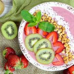 Kiwi Strawberry Smoothie Bowl Recipe / Running a Skirt