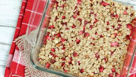 6 Ingredient Oatmeal Fresh Strawberry Squares recipe