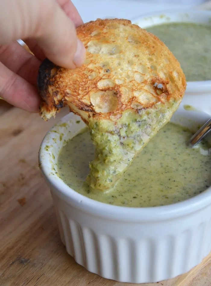 """Cheesy"" Broccoli Soup: The perfect healthy comfort food! Ready in less than 30 minutes. Vegan, Gluten-Free"