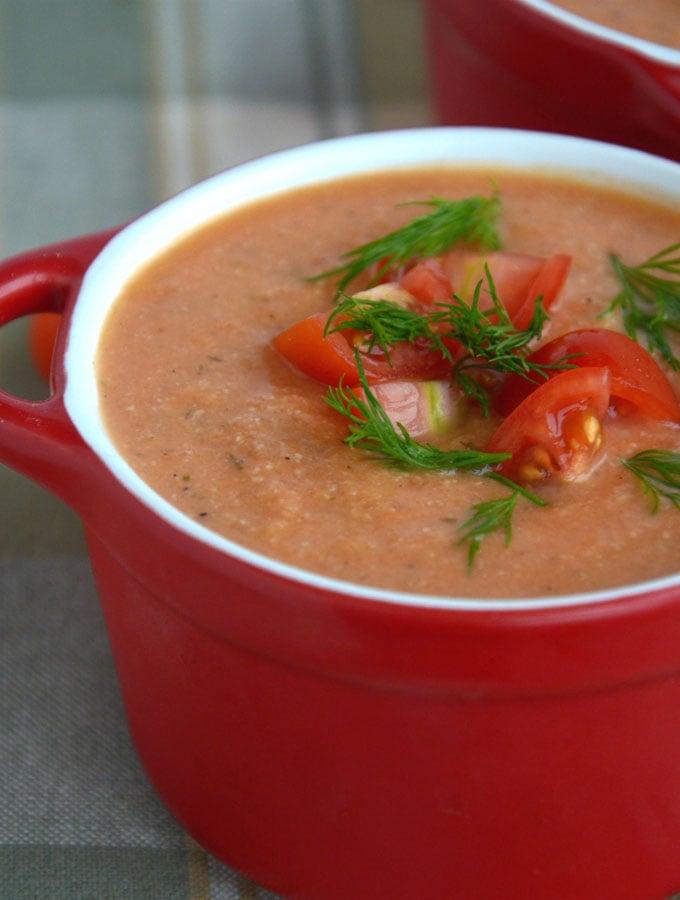15 Minute Spicy Creamy Vegan Tomato Soup
