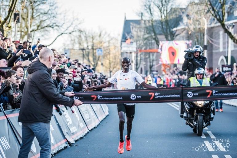 Wereldrecord Joshua Cheptegei bij NN Zevenheuvelenloop 2018