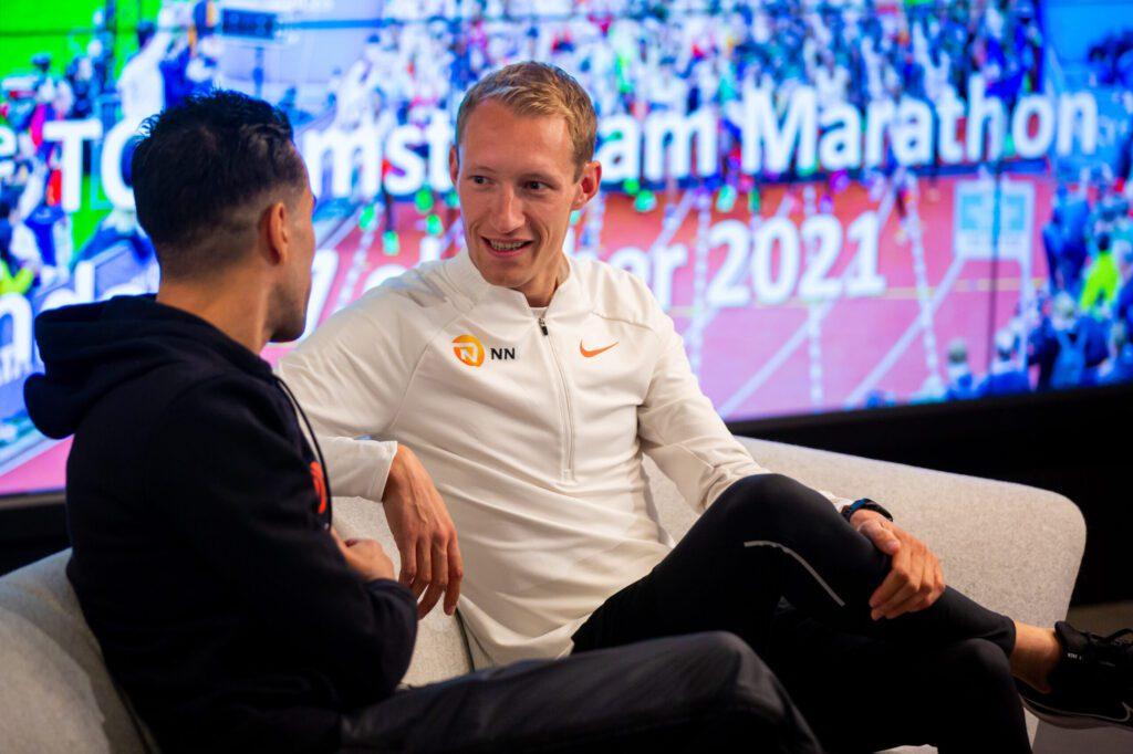 Björn Koreman tijdens persconferentie Amsterdam Marathon