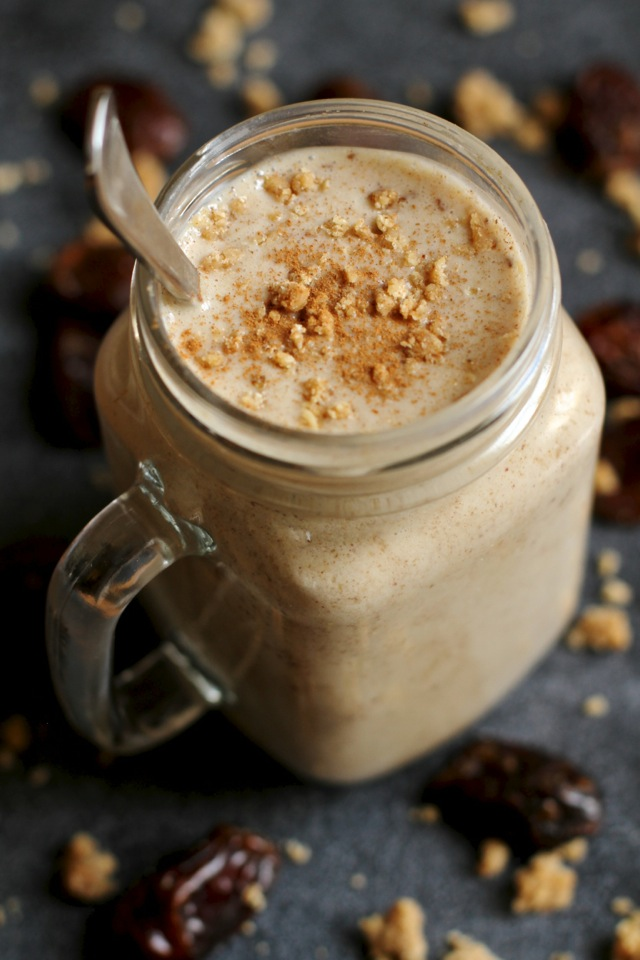 Salted Caramel Cookie Dough Smoothie -- cool, creamy, and ridiculously comforting. You'll never believe that it's actually healthy! || runningwithspoons.com