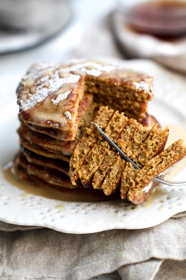 Healthy Recipes to Bake this Christmas These light and fluffy Gingerbread Greek Yogurt Pancakes are sure to keep you satisfied all morning with over 20g of whole food protein! They're gluten-free thanks to the oats, whipped up in the blender in under 5 minutes, and LOADED with sweetness and spice | runningwithspoons.com