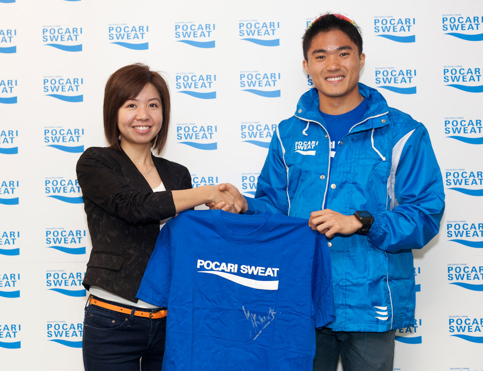 Mok Ying Ren Signs POCARI SWEAT Sponsorship