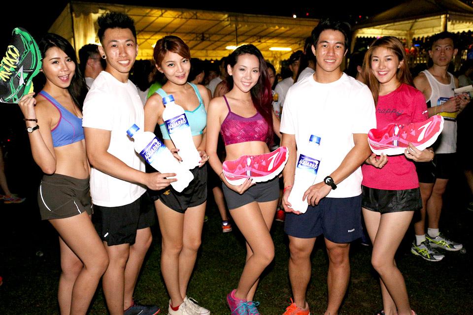 Brooks Run Happy 2013 Sets Marina Barrage Aglow with Fun and Music