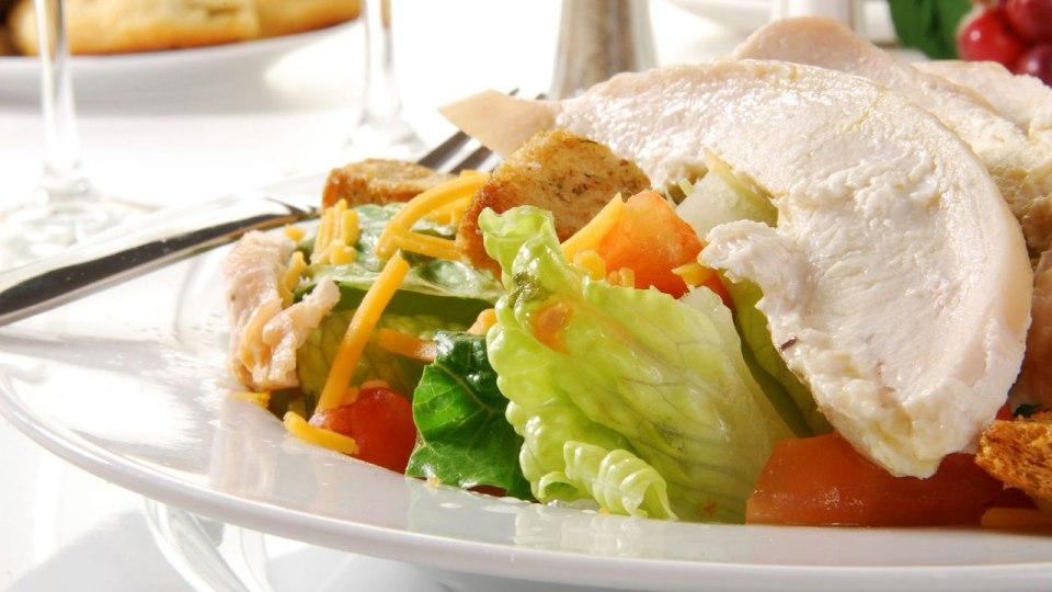 Chicken Pizza Salad: When Craving Strikes, Skip the Takeaway