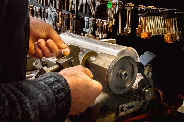 The Benefits of Becoming a Locksmith