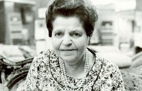 Миссис Би в своем магазине. 1977 год.