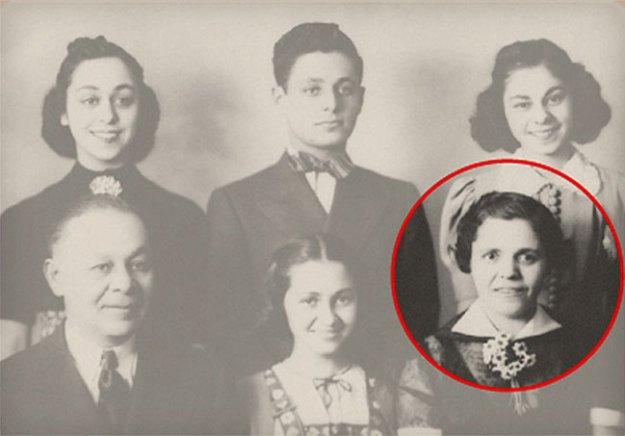 Юная Роза Горелик (в последствии – Блюмкин) со своей семьей.