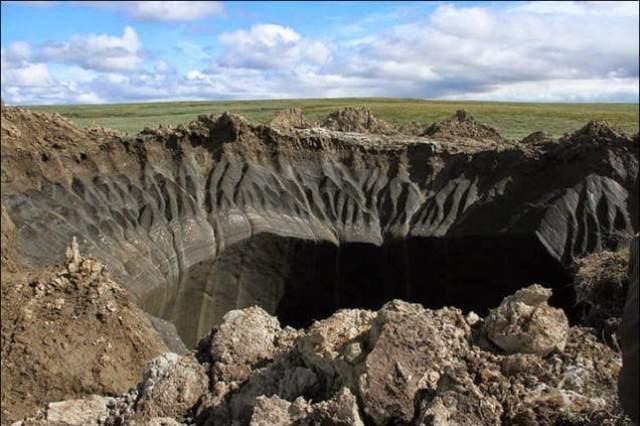 ظهور حفرة ضخمة عجيبة الشكل في سيبيريا يثير حيرة العلماء 4