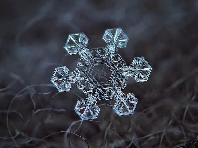 شاهد روعة بلورات الجليد تحت المجهر 8