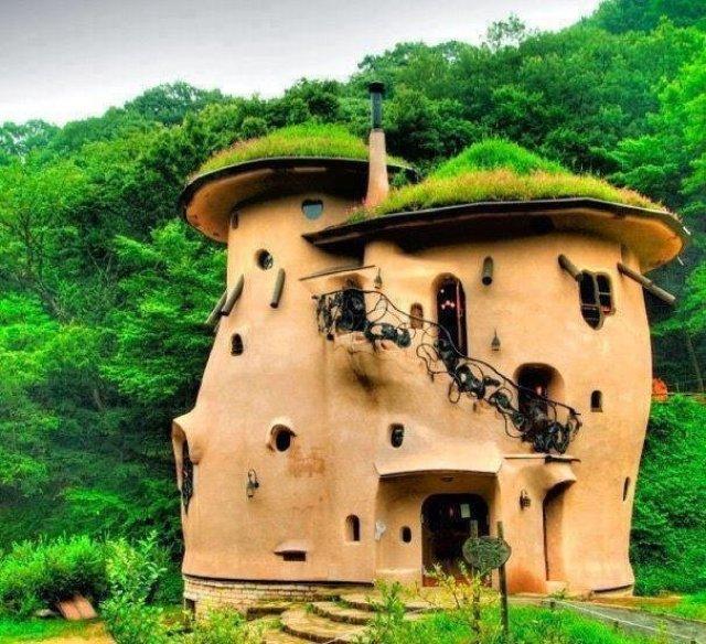 كيف تبني بيتاً رائعاً من أكياس الرمل أو الطين و الأسلاك الشائكة ! 1