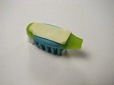 تعلم كيف تصنع بنفسك روبوت بسيط بإستخدام فرشاة أسنانك ! 4