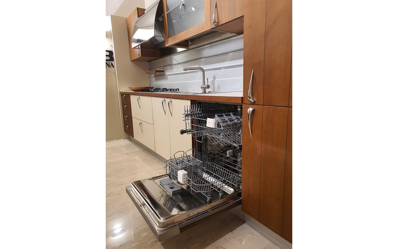Cucina expo Partner, dettaglio lavastoviglie