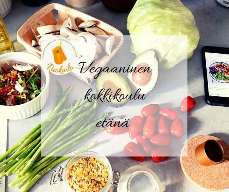 Vegaanisilla etä-kokkikursseillamme pääset verkon välityksellä kokkaamaan ja leipomaan vegaanisia herkkuja yhdessä muiden kanssa, omasta keittiöstäsi käsin!