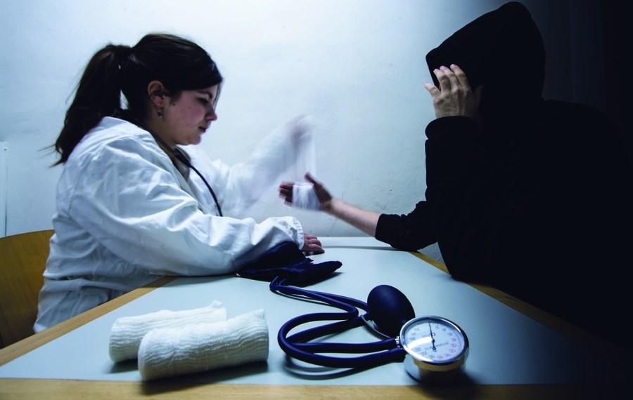 Ein Arztbesuch ist für Menschen ohne Papiere hierzulande oft tabu. Anonyme Krankenscheine könnten das ändern. Foto: Jakub Szypulka