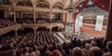 Volles Haus: Levit, Widmann und das Irish Chamber Orchestra in der Stadthalle. Bild: : studio visuell photography