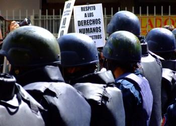 """""""Respektiert die Menschenrechte!"""" Foto:Foto: flickr.com/ Rodrigo Suarez, (CC BY-NC-ND 2.0)"""