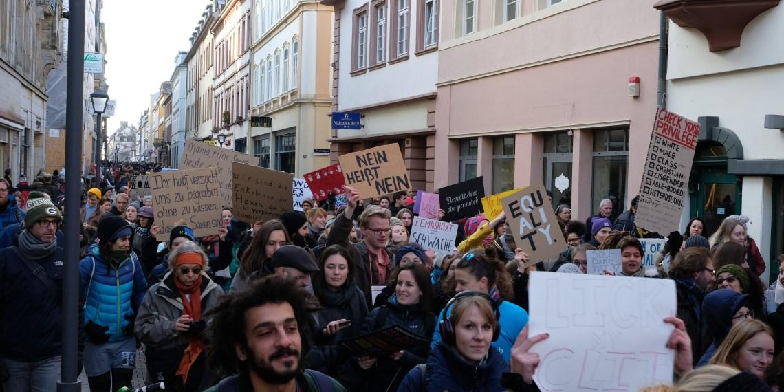 Die Demonstration verlief über die Hauptstraße. Foto: Susanne Ibing