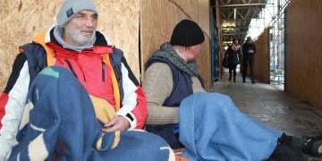Peter und Manni haben an der Ecke Sofienstraße ein offenes Ohr für Passanten. Foto: Martin Herrmann