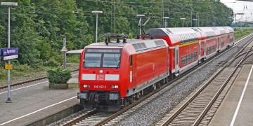 In Regionalzügen könnten in Zukunft mehr Studierende anzutreffen sein, Foto: Erich Westendarp / Pixabay