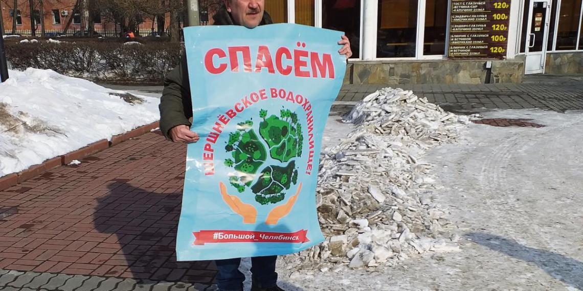 """Ein Mitglied von """"Stop GOK"""" demonstriert in Tscheljabinsk Foto: Lukas Latz"""