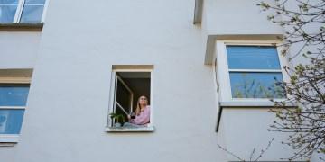 Wenn sie aus dem Fenster fällt, verstößt unsere Autorin gegen die Quarantänebestimmungen. Foto: Nicolaus Niebylski