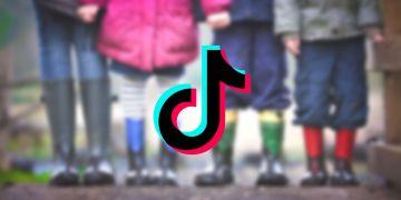 TikTok wird überwiegend von Kindern und Jugendlichen genutzt. Unter den Videos sammeln sich sexualisierte Kommentare. Foto: Freepnglogos & Ben Wicks via Unsplash; Design: Svenja Schlicht