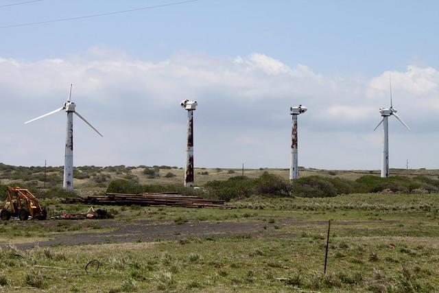 Éoliennes contre nature, proche de La Ferme Des Rescapés dans le Lot