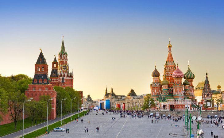 Roter Platz mit der Basilius-Kathedrale, dem GUM-Einkaufszentrum und dem Kreml